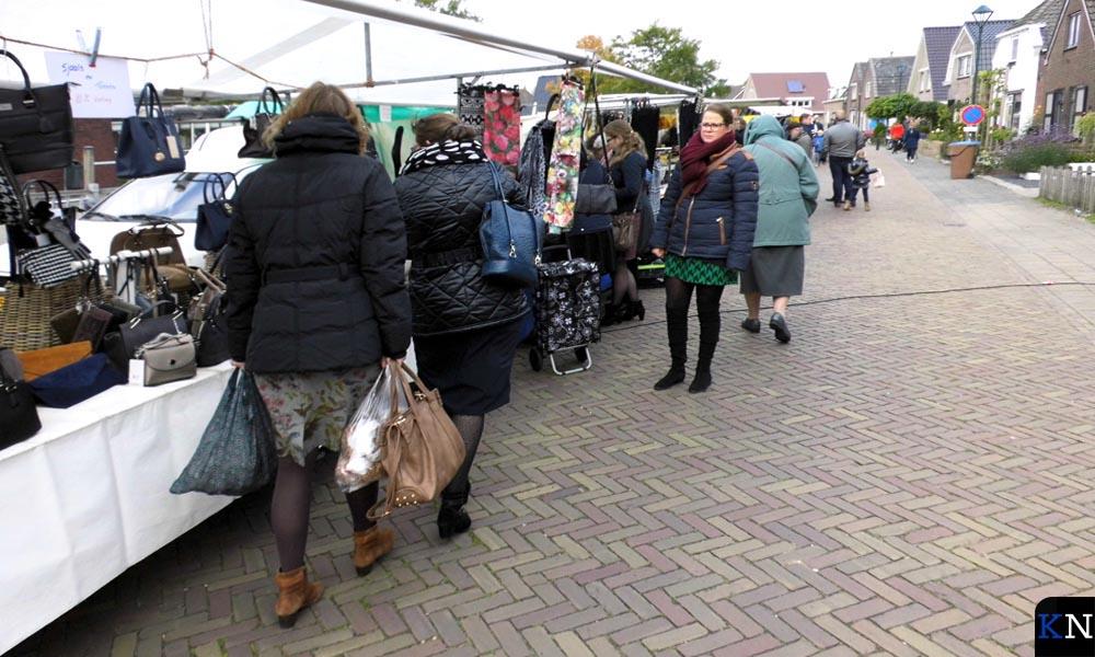 De straten van Grafhorst worden traditiegetrouw op de tweede dinsdag in oktober gevuld met kraampjes van de Biestenmarkt.