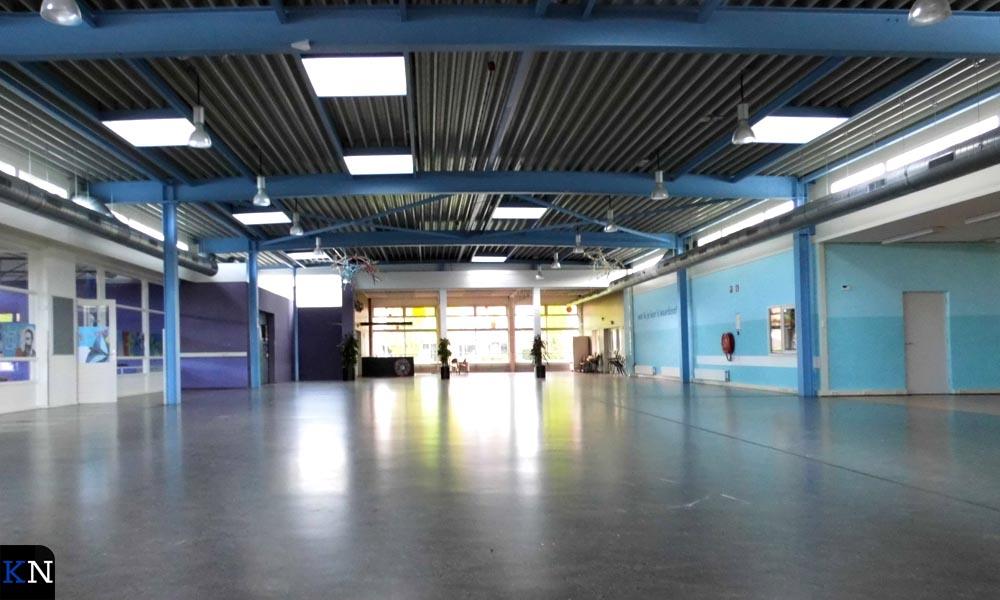 De grote aula van de voormalige school aan de Zandbergstraat 2.