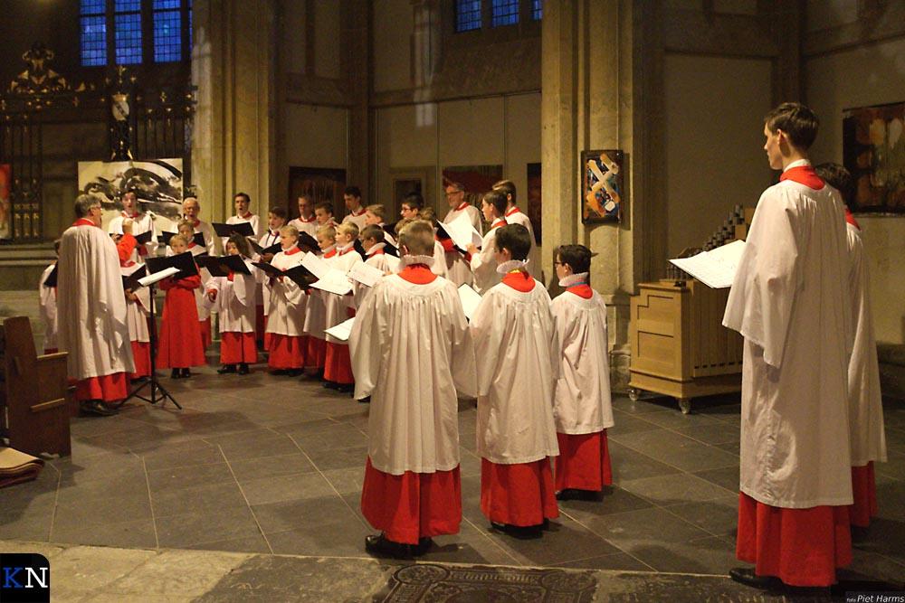In de omgang van het koor zingt het Kampen Boys Choir.