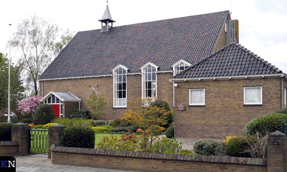 Het kerkgebouw aan de Grafhorsterweg.