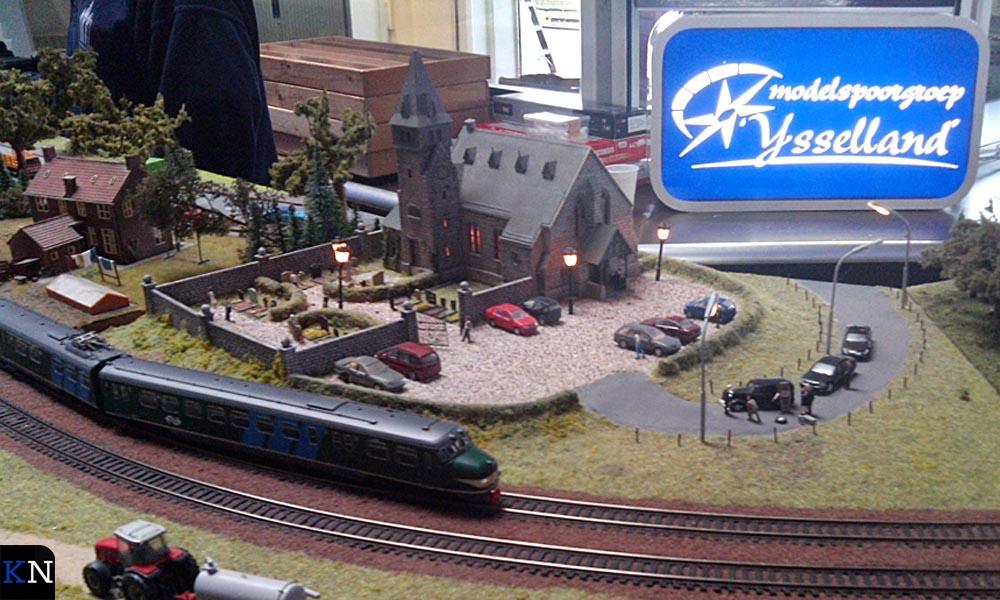 Modelspoorgroep IJsselland had een spoorbaan opgebouwd in het stationsgebouw.