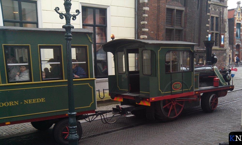 Met een treintje konden de bezoekers de binnenstad doorkruisen.