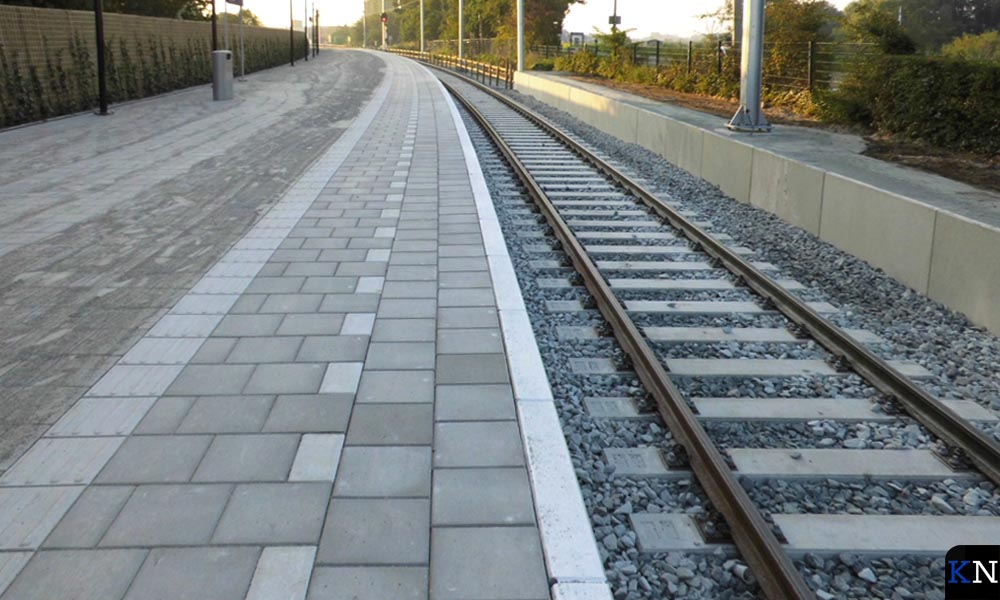 De geheel vernieuwde spoorbaan richting Zwolle.
