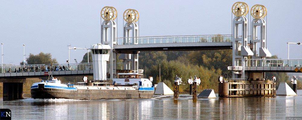 Na de bouw in de 15e eeuw werd er aanvankelijk tol geheven op de Stadsbrug.