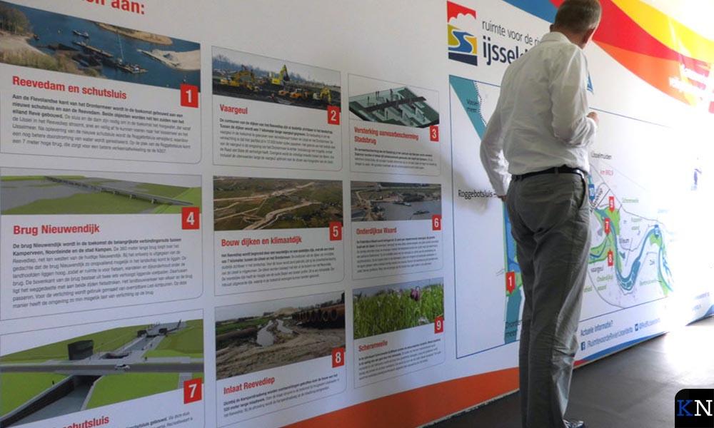 Op de muur van het projectkantoor staat een levensgroot overzicht van de vele projecten binnen Ruimte voor de Rivier.