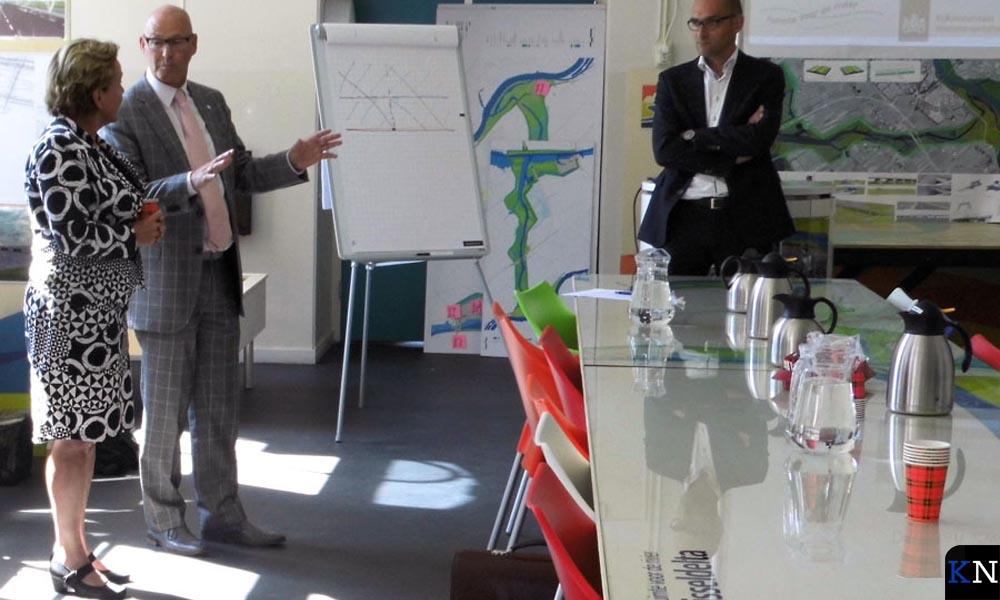 V.l.n.r. CvdK Ank Bijleveld, burgemeester Bort Koelewijn en projectleider Jacco Zwemer.