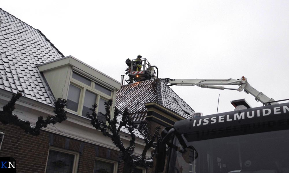 Vanwege de locatie zijn ook de spuitgasten uit IJsselmuiden opgeroepen.