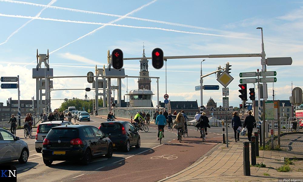 De te vervangen verkeerslichten (armaturen) aan de zijde van IJsselmuiden.