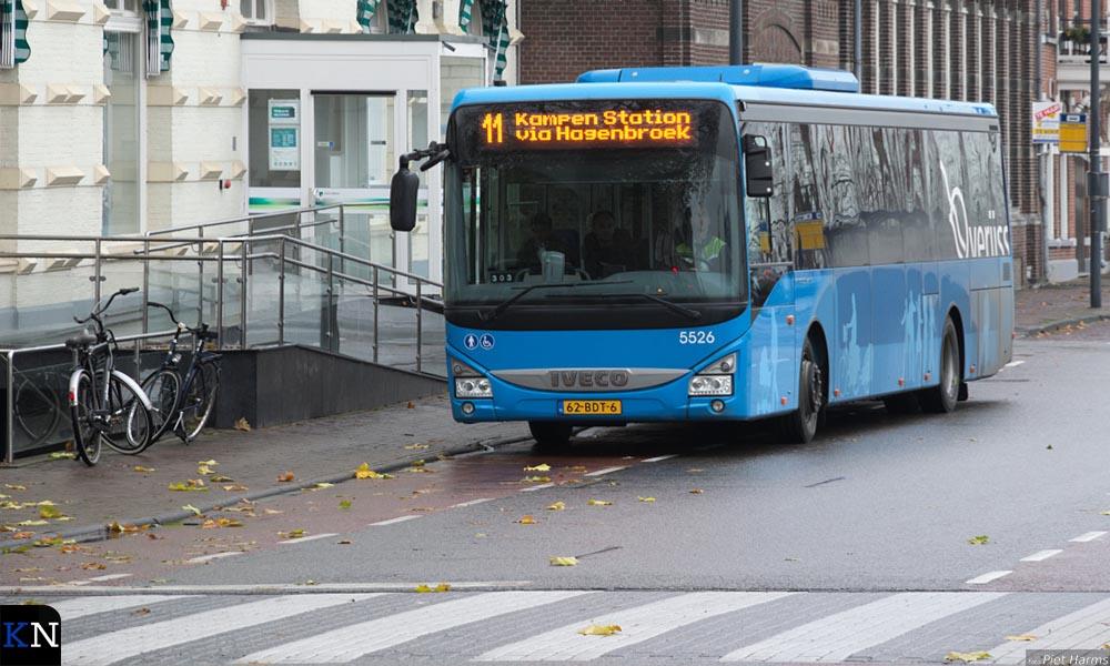 Kort na het optreden van de storing aan de Stadsbrug kwam een pendeldienst op gang voor voetverkeer.