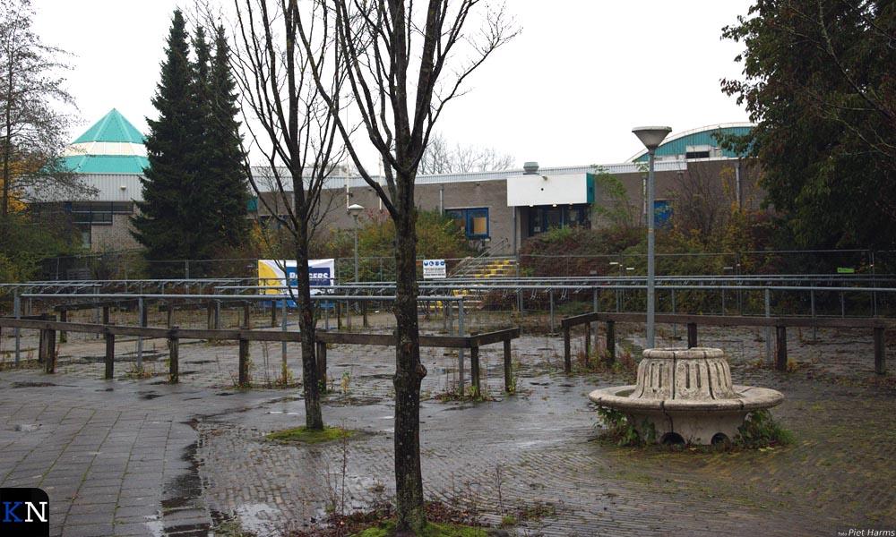 Het voorste (kantoor)gedeelte van het oude zwembad zal blijven staan.