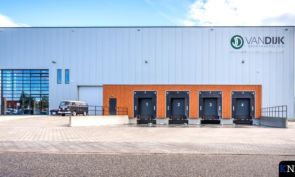 Vooraanzicht van Van Dijk Groothandel (foto: Wilco Snoeijer).
