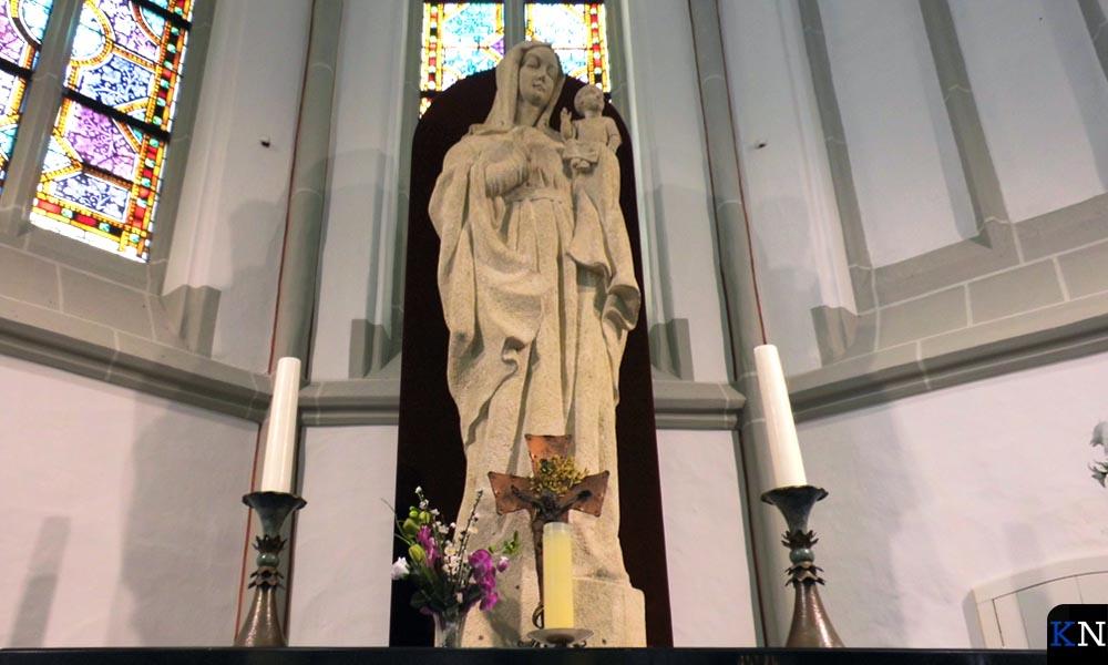 Een beeld van de Heilige Maria in de RK Buitenkerk
