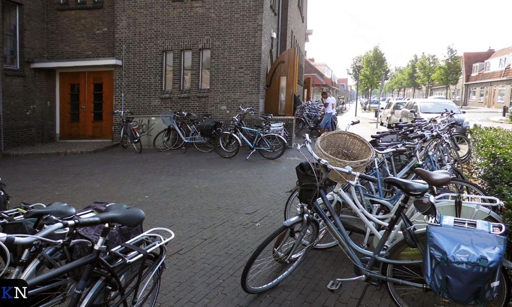 Zo gesloten als de kerkdeuren in Grafhorst, zo wijd open staan de deuren van de Westerkerk.