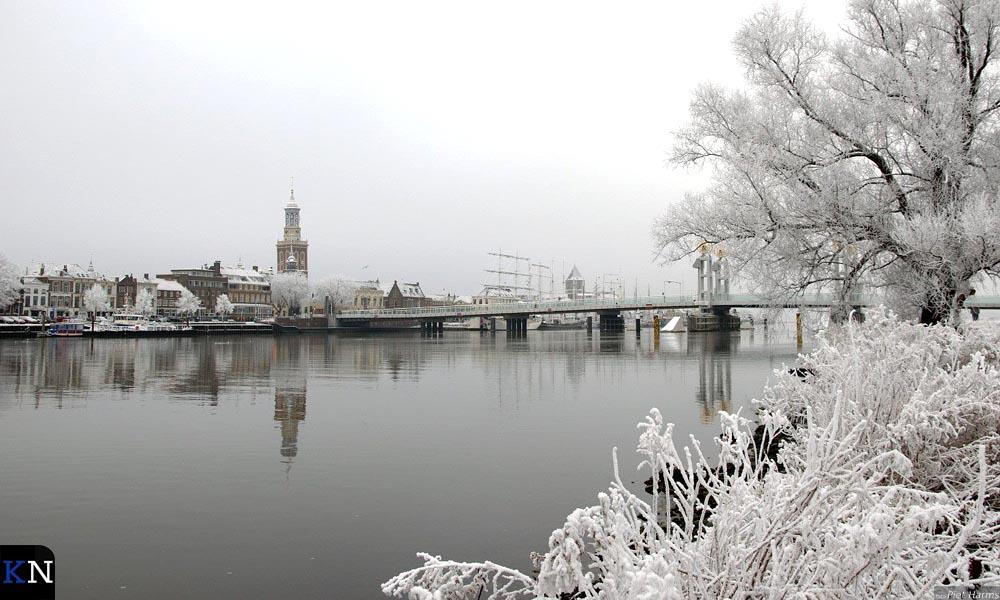 Het Kamper stadsfront in winterse sferen.