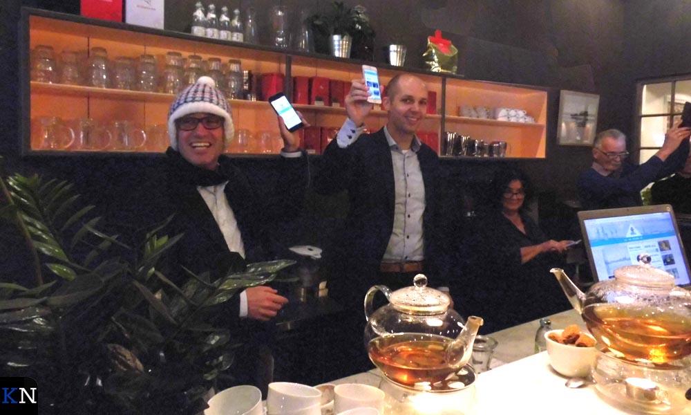 Voor de presentatie van de winterse website had Roel Tameling (links) speciaal zijn wintermuts meegenomen.