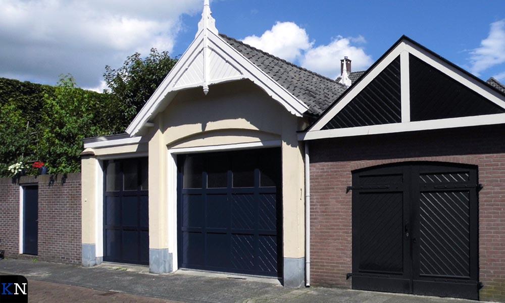 Aan de Groenestraat zijn duidelijk nog de contouren van de vroegere stallen en koetshuis zichtbaar.