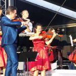Guido's Orchestra speelt de sterren van de hemel.