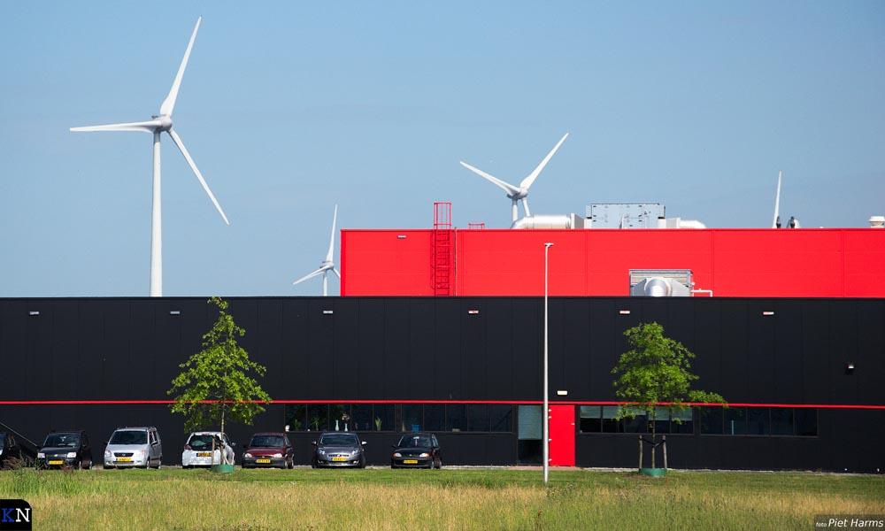 Vier windmolens kent het Windpark Zuiderzeehaven.