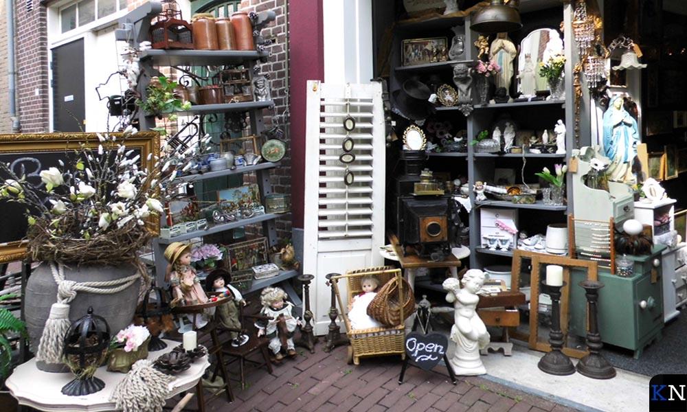 De uitstalling van My home brocante tijdens openingstijden aan de Hofstraat..
