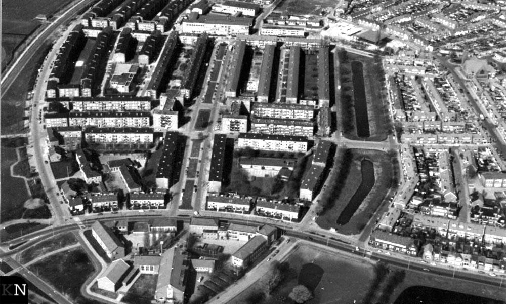 Luchtfoto naoorlogse Hanzewijk omstreeks 1980, inmiddels vrijwel helemaal gesloopt (beeld: SNS Historisch Centrum/Frans Walkate Archief)