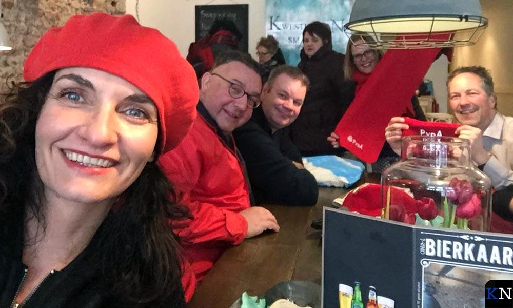 Het campagneteam van de PvdA pauzeert in brasserie De Smaeck van Campen.