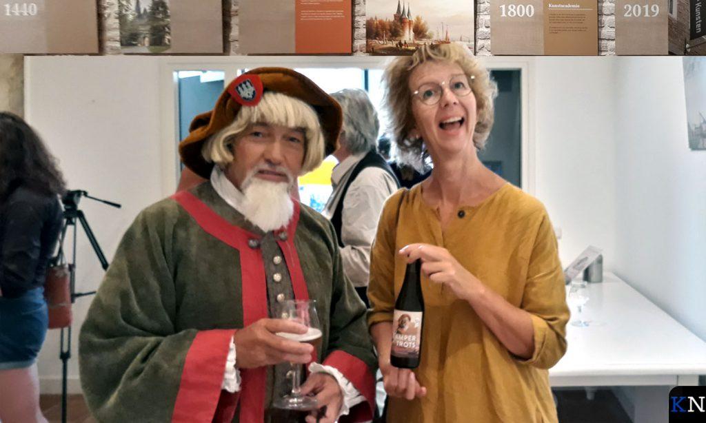 Henrick Aeltsz & Irma van der Sloot (be)proeven Kamper Trots.