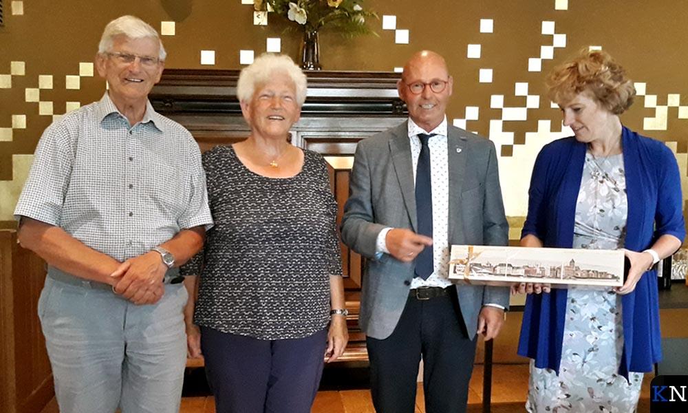 Ambassadrice Margriet Vonno, burgemeester Bort Koelewijn en haar ouders.