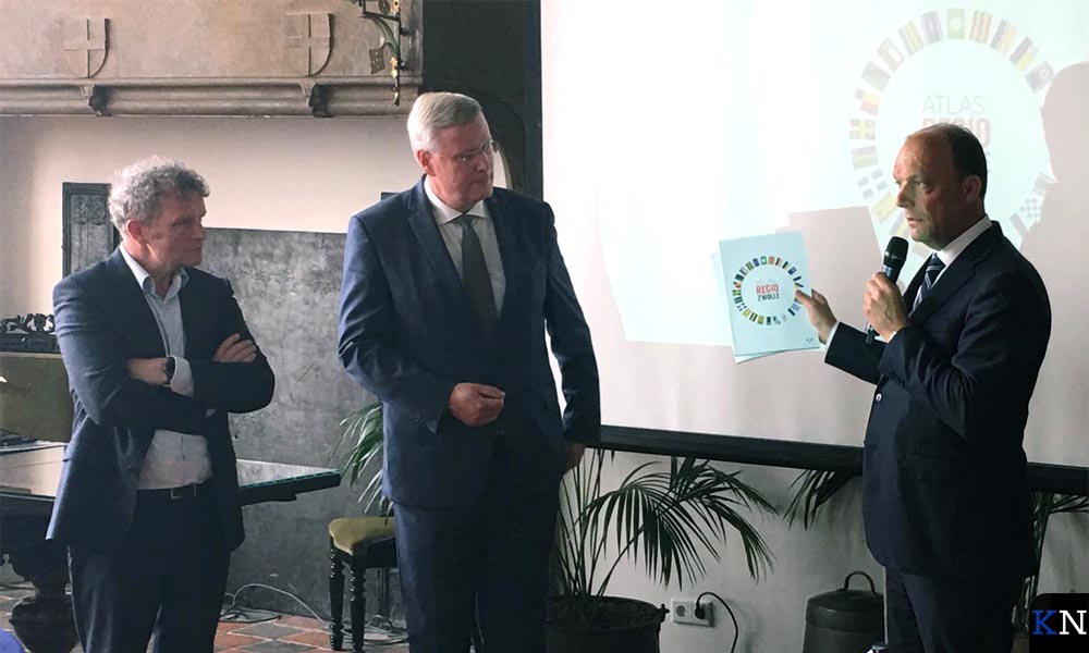V.l.n.r. Rijksbouwmeester Floris Alkemade, Commissaris van de Koning Andries Heidema en aanstaand burgemeester van Zwolle Peter Snijders.