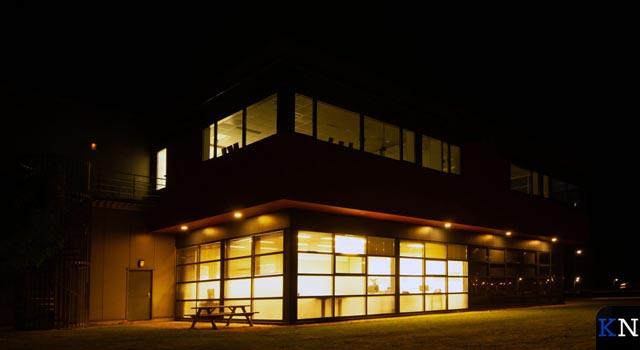 Overdadige verlichting 's nachts bij bedrijven