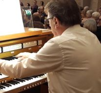 Organist Bazuinkerk koninklijk onderscheiden