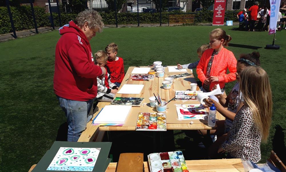 Wim Visscher verzorgt de schilderworkshop deze week tijdens de Boemerang Clinics.
