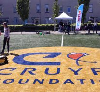 Zonnige aftrap Boemerang clinics op Cruyff Court (video)