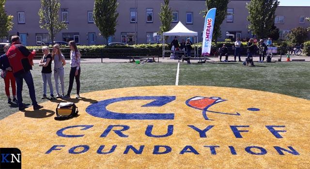 Zonnige aftrap Boemerang clinics op Cruyff Court (video)