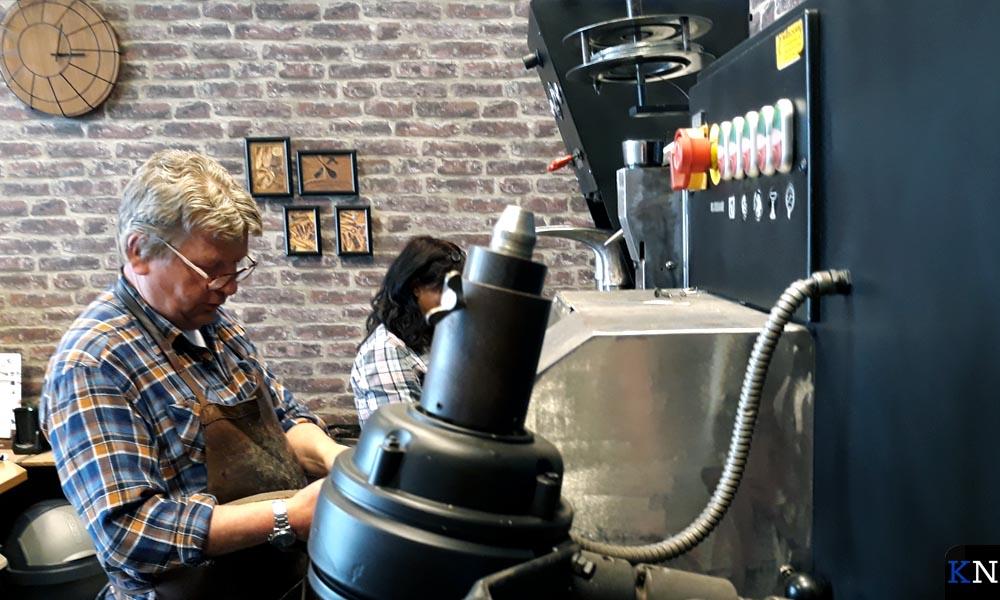De laatste uren van Willem en WIl Bolinde in hun schoenmakerij.