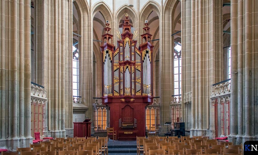 Een door coronamaatregelen verlaten Kamper Bovenkerk.