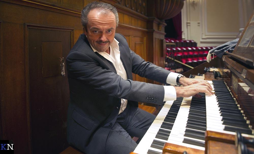 Martin Mans tijdens een orgelconcert in Zeeland.
