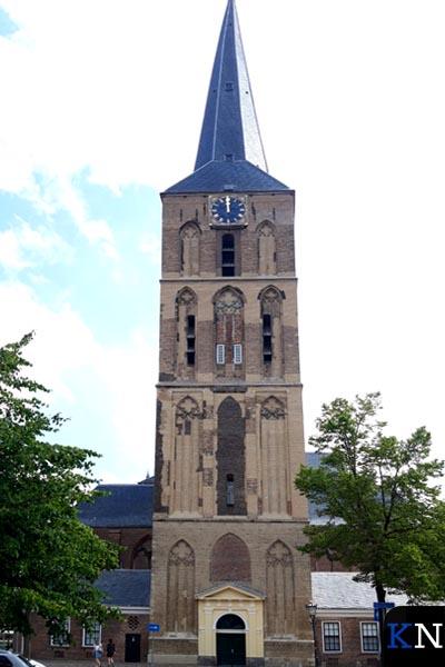 De gerestaureerde toren van de Bovenkerk in Kampen.