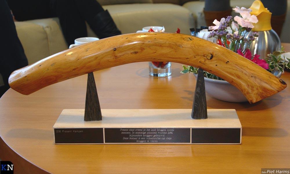 De wisseltrofee die de naam Bruggenbouwersbokaal draagt.