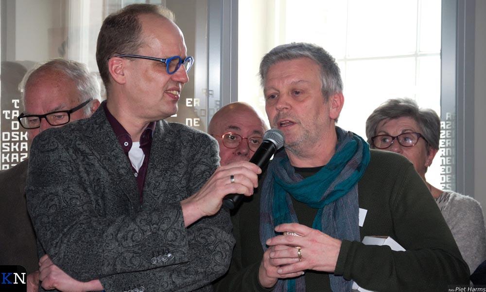 Willem Gunneman spreekt met Nardus Koster, Bruggenbouwer van november.