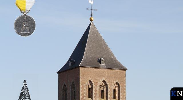 Gemengd koor Buitenkerk huldigt drie trouwe leden