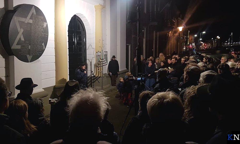 De viering bij de vroegere Joodse synagoge werd druk bezocht.