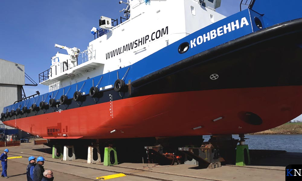 De Conwenna ligt nog op het droge bij de scheepswerf van Thecla Bodewes.