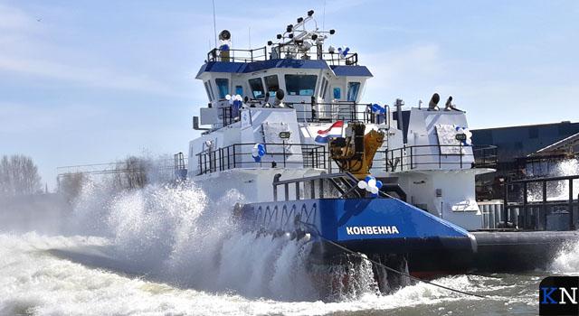 Zeegaande Pusher Tug te water bij scheepswerf Thecla Bodewes (video)