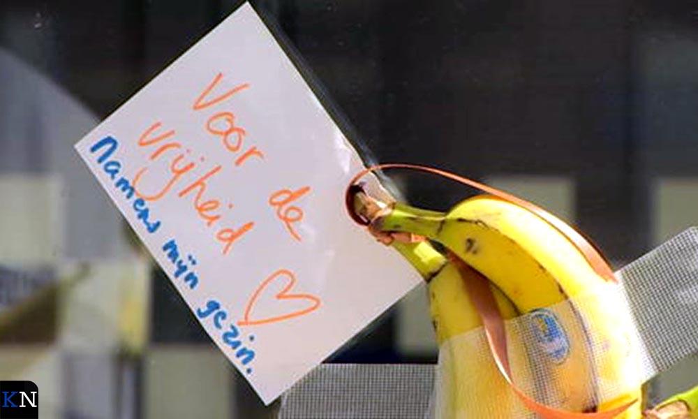 Een oproep tijdens één van de vele manifestaties van Viruswaarheid.nl.