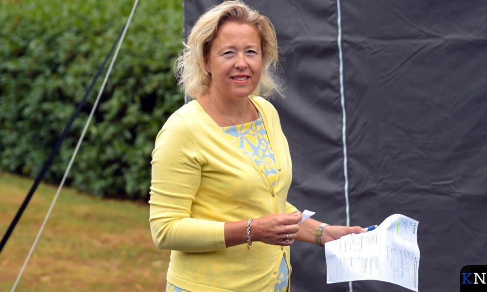 Karin Leferink, voorzitster van de Raad van Bestuur, liet zichzelf als eerste testen bij wijze van openingshandeling.