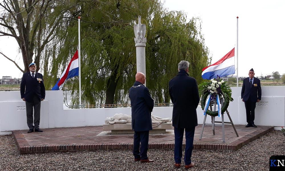 Oorlogsmonument aan de De la Sablonièrekade in Kampen.