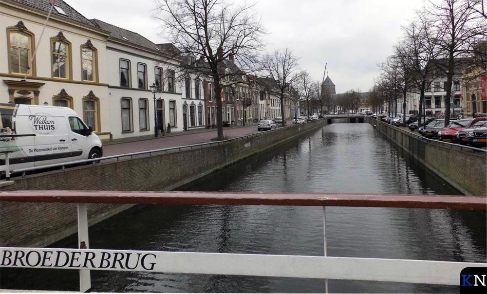 Voormalige stadsgracht de Burgel met in de verte de Buitenkerk.