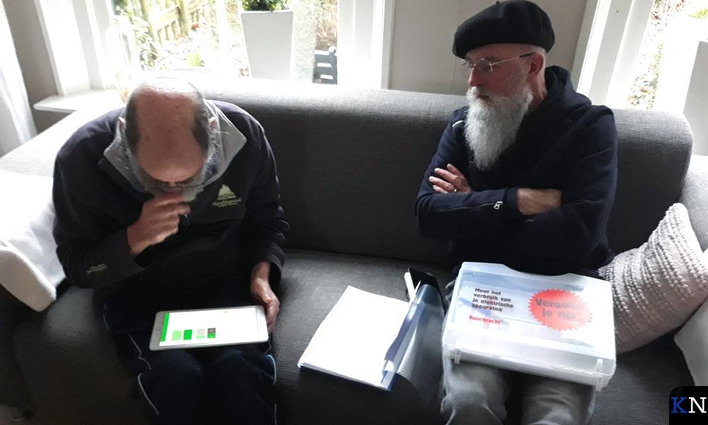 Kees & Cees evalueren de resultaten.