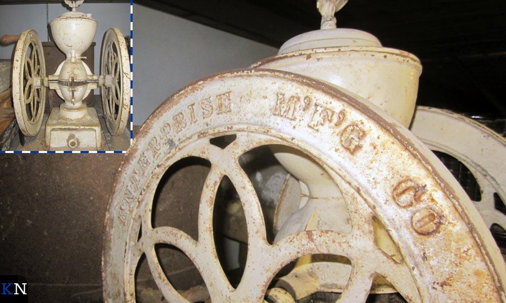 De koffiemolen is afkomstig uit Amerika en was geschonken aan de Gasthuizen in Kampen.