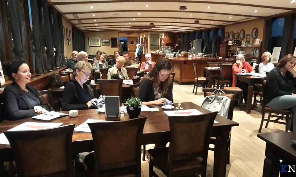 De ALV werd gehouden op salonboot 'De Veerman van Kampen'.
